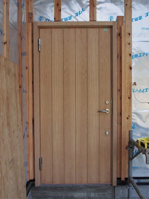 ガデリウス玄関ドアオーク施主塗装