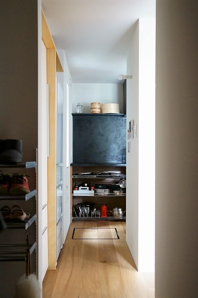 キッチン裏通り冷蔵庫