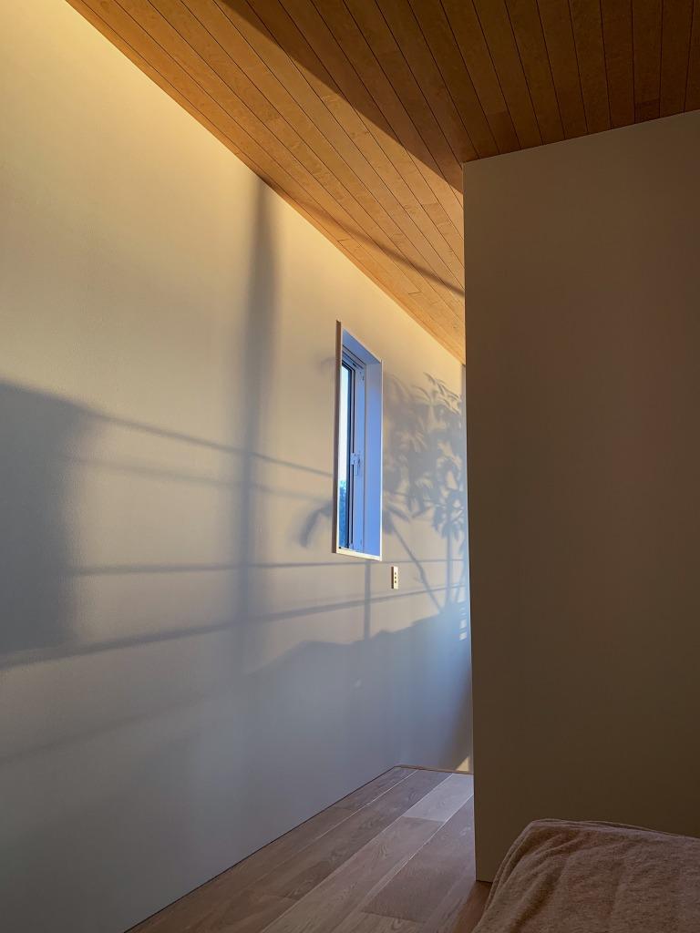 カーテンのない家の朝